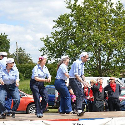 Cinque Ports Lindy Hoppers: Bodiam Senlac Classic Car show June 2015 - Doing the Jitterbug Stroll - Photo by Melanie Stemp
