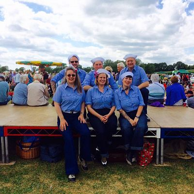 Cinque Ports Lindy Hoppers: Bodiam Senlac Classic Car show June 2015 - Left to Right: Dru, Jenny, Jim, Jenny, Barry, Sophie