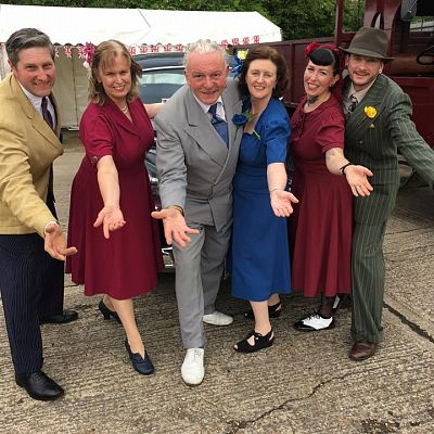 Cinque Ports Lindy Hoppers: Tenterden KESR 1940s Steam weekend May 2016 - In 1940s civilian attire